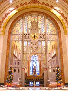 Guardian Building, Detroit: The lobby, resplendent with Rookwood pottery, glazed tiles of Pewabic pottery and stained glass windows with opaque glass inserts, was modeled after the cathedral nave located in Beauvais, France.
