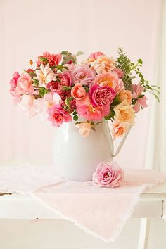 summer flowers, colorful flowers, pink roses, centerpiec, table arrangements, peach, fresh flowers, summer colors, pink peonies