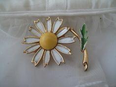 Weiss Daisy Enamel Brooch Mid Century Estate Jewelry by mimiyaya, $20.00