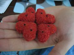 Handful of Hearts by Mochimochi Land, via Flickr Free knit heart pattern