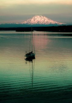 ✯ Filucy Bay with beautiful Mount Rainier behind it