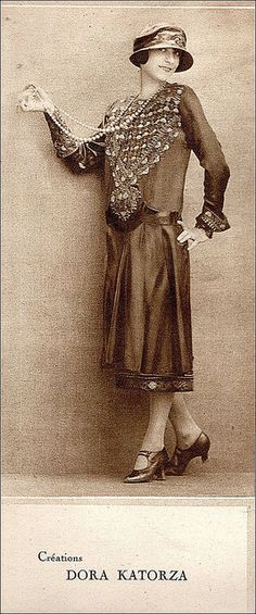 1924 fashionable dress, hat, and shoes