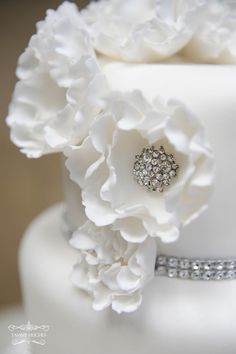 beautiful detail - by Creative Cakes