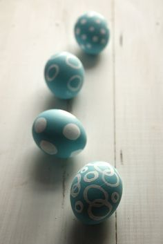 Preciosos huevos de Pascua en azul, por Pinta la lluna