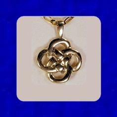 I want this!!    Irish Heritage Knot my.celticrings.com
