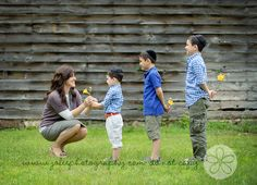 family photo ideas with kids, family picture ideas with kids, famili, kids photography poses, mother and kids photo ideas, family pictures with 3 kids, mother kids photography, family pictures 3 kids, ador