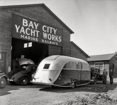 "May 1936. Bay City, Michigan. ""Deluxe Kauneel auto trailer."""