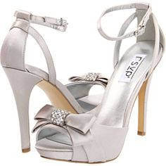 Hot silver shoes that can be worn again after the wedding!