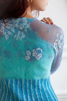 Источник.  Валянное вечернее платье,выполненное в смешанной технике.  Вискозное кружево частично заваляно шерстью.