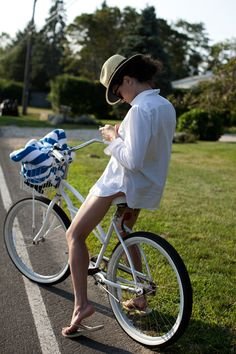 white shirt, white bike
