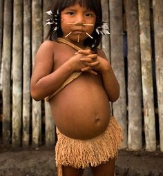 Venezuela | A Yanomami girl watching a tribal dance.  Viriunaveteri | ©Roland de Hommel