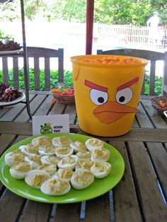 Un snack idóneo para una fiesta Angry Birds - huevos rellenos! / An ideal snack for an Angry Birds party - devilled eggs!