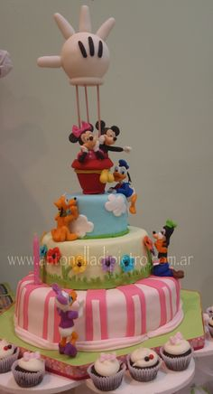 Play house disney cake! http://antonelladipietro.com.ar/blog/2012/04/mickey-y-minnie-party/