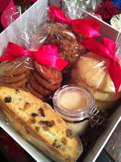 KiKi's Bakery Christmas Gift Box 2011 included pistachio-cranberry biscotti, lemon ricotta cookies with lemon glaze, molassas sugar cookies, and oatmeal chocolate chip pecan cookies:)