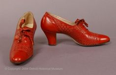 Ridiculously gorgeous women's red openwork oxfords by Walk-Over, 1927-1930.