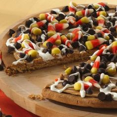 Halloween Cookie Pizza ~ top this sweet pizza any way you like, Halloween-style. Just 5 ingredients, 15 minutes prep.