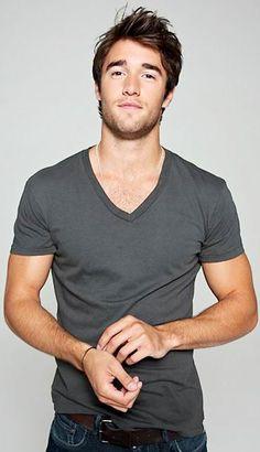 Joshua Bowman Simple V-neck & jeans