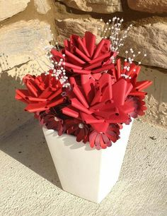 Zicki creates on fb...another great centetpiece idea with paper flowers