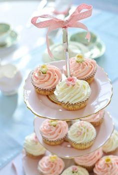 pretty cakes for tea