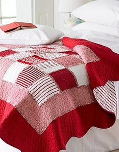 red & white rag quilt with borders and scalloped edges - I have a bunch of charm squares I could use for this...
