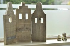 Hout on pinterest wooden houses driftwood and wood houses for Raamdecoratie hout