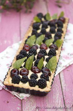 ❥ beautiful tart with blackberries, cherries and mint. (use google translate)