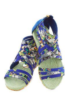 tropical print sandals http://rstyle.me/n/hmfymnyg6