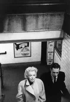 Marilyn accompanied by Milton Greene. | 31 Candid Photos Of Marilyn Monroe In New York