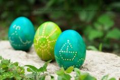 diy wax decorated easter eggs6
