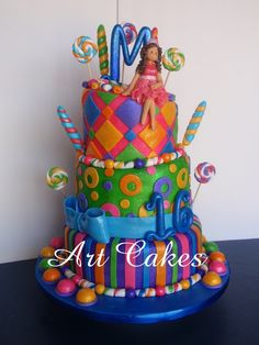sweet 16 birthday cakes for girls | ... top a fondant figurine of the birthday girl with her birthday dresses