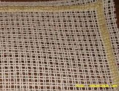 """CAÑAMAZO DE BORDAR: Conocido también como """"el trapo de la abuela"""", es una tela especial de algodón muy fino y de trama sencilla. Sirve de soporte para bordar a punto de cruz sobre telas que por su composición no permite el bordado sobre hilos contados, por ejemplo, sobre telas vaqueras o géneros de punto, etc. Para utilizarlo, se hilvana el cañamazo sobre la tela que se desea bordar; Después se borda el motivo deseado, y al finalizar, con mucho cuidado se va deshilando la trama del cañamazo."""