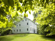 For his latest restoration, Daryl Hall purchased a home built in the 1780s set on a beautiful 30-acre estate in the Connecticut countryside.