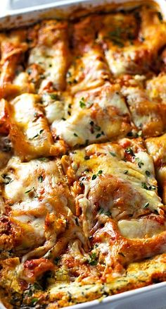 Skinny Spinach Lasagna ~ thick layers of sauce, noodles, ricotta, spinach, and Mozzarella