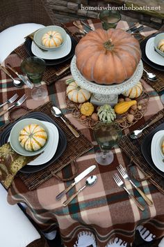 autumn tablescap, tabl set