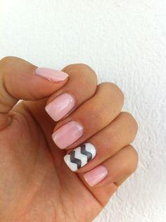 Nailart chevron pink white grey nails