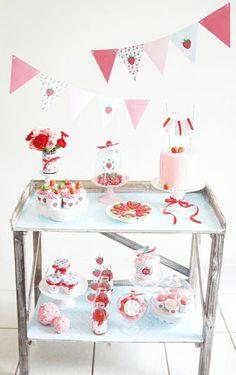 Strawberry Party - Retro Desserts table