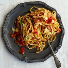 Linguine with Clams, Bacon and Tomato