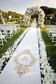 Location: Oheka Castle, Huntington, NY; Floral and Event Design: Tantawan Bloom, New York, NY; Photography: Brett Matthews Photography, Roslyn Heights, NY c/o Grace Ormonde Wedding Style