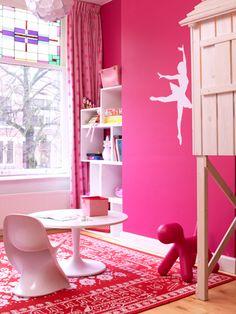 Roze meisjeskamer met boomhutbed - vtwonen