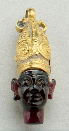 Phoenician Gold & Garnet Pendant  --  Circa 8th-6th Centuries BCE