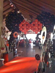 Minnie Mouse balloon archway...hehe...