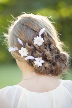 White Bridal Hair Flowers Wedding Hair by FancieStrands  peinados de novia