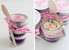 cupcakes in a jar. Great idea!!!