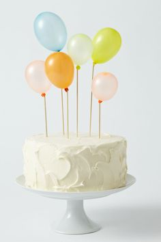 Balloon decorated cake: use small water balloon sized balloons. blow them up & tie knot around wooden coffee stirrers or skewers. So cute! Actual blog is in a language I don't recognize so follow the above directions!