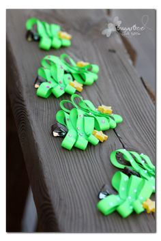 DIY Holiday Hairbows - these were fun and easy to make!  Sugar Bee Crafts: Christmas Tree Hairclips