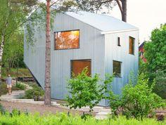 Asymmetrical happy cheap house is a quirky prefab retreat http://bit.ly/Z0dpMj