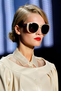 VsV. christians, fashion weeks, paris fashion, christian dior, oakley sunglasses, red lips, ray ban sunglasses, shade, eye