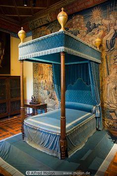 Blue canopy bed in Diane de Poitiers bedroom