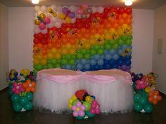 Pared de globos de fiesta temática de Arco iris.