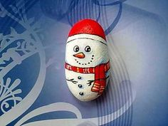 """Galet peint """"Snowman wearing a scarf and hat"""""""